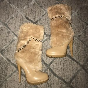 Shoes - Furry Tan Winter Boots - Size 6.5
